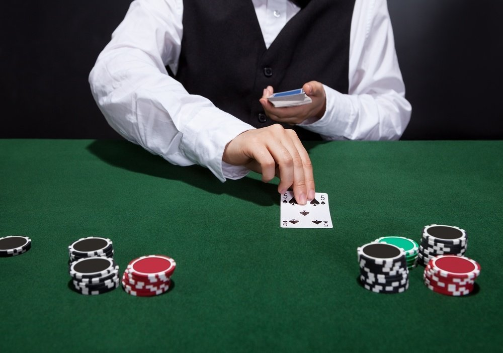 официальный сайт как называется человек в казино раздающий карты