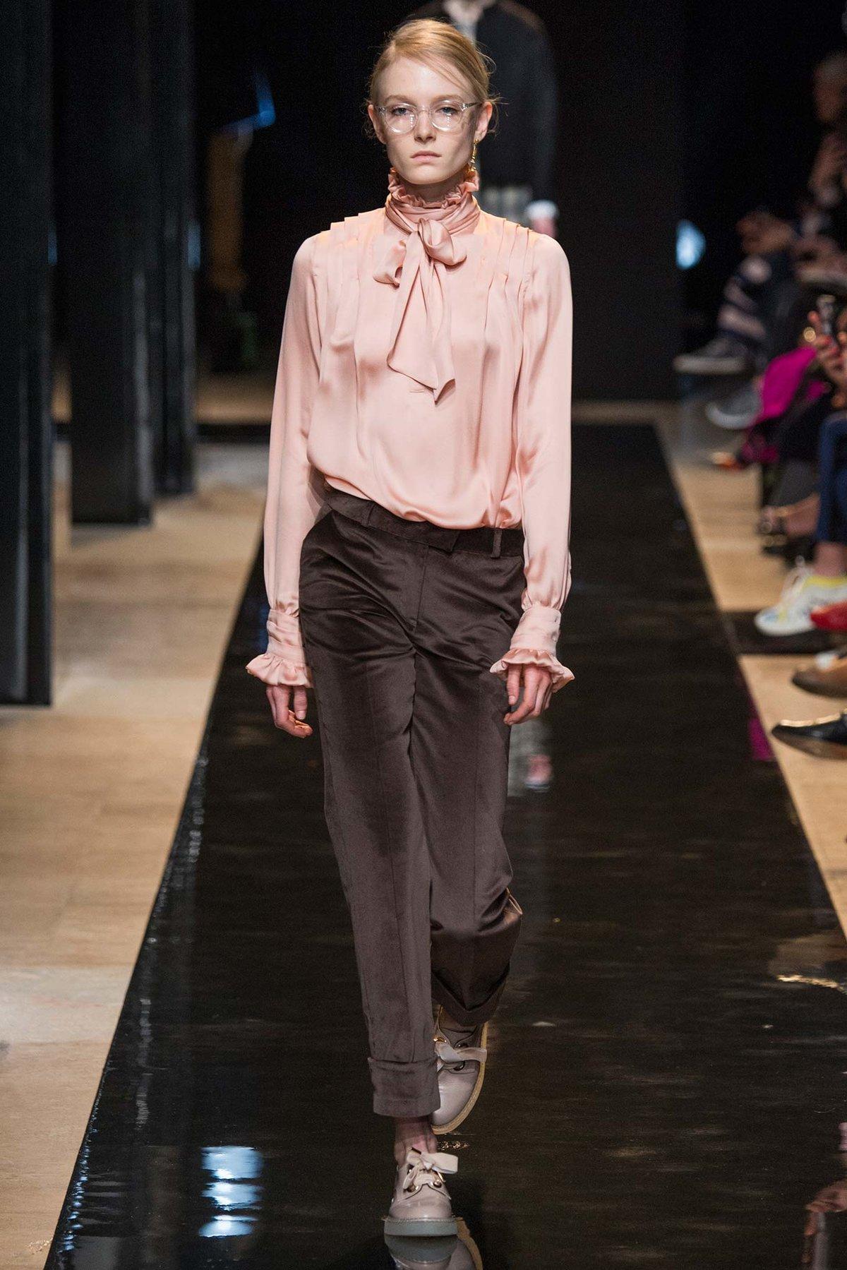 черта сорной фото шифоновых блузок с показов высокой моды вдавленному следу