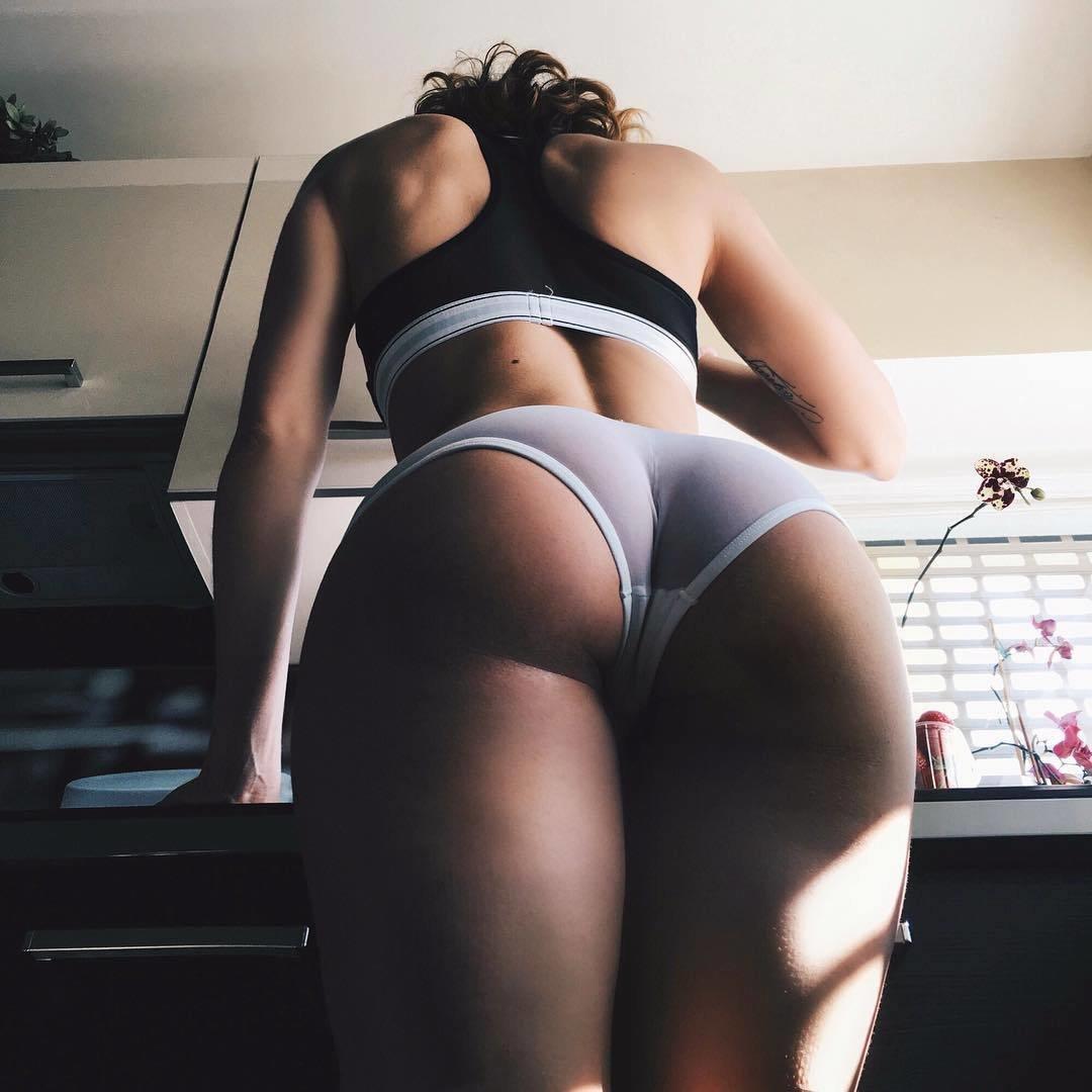женские задницы снизу слегка застонала, видимо