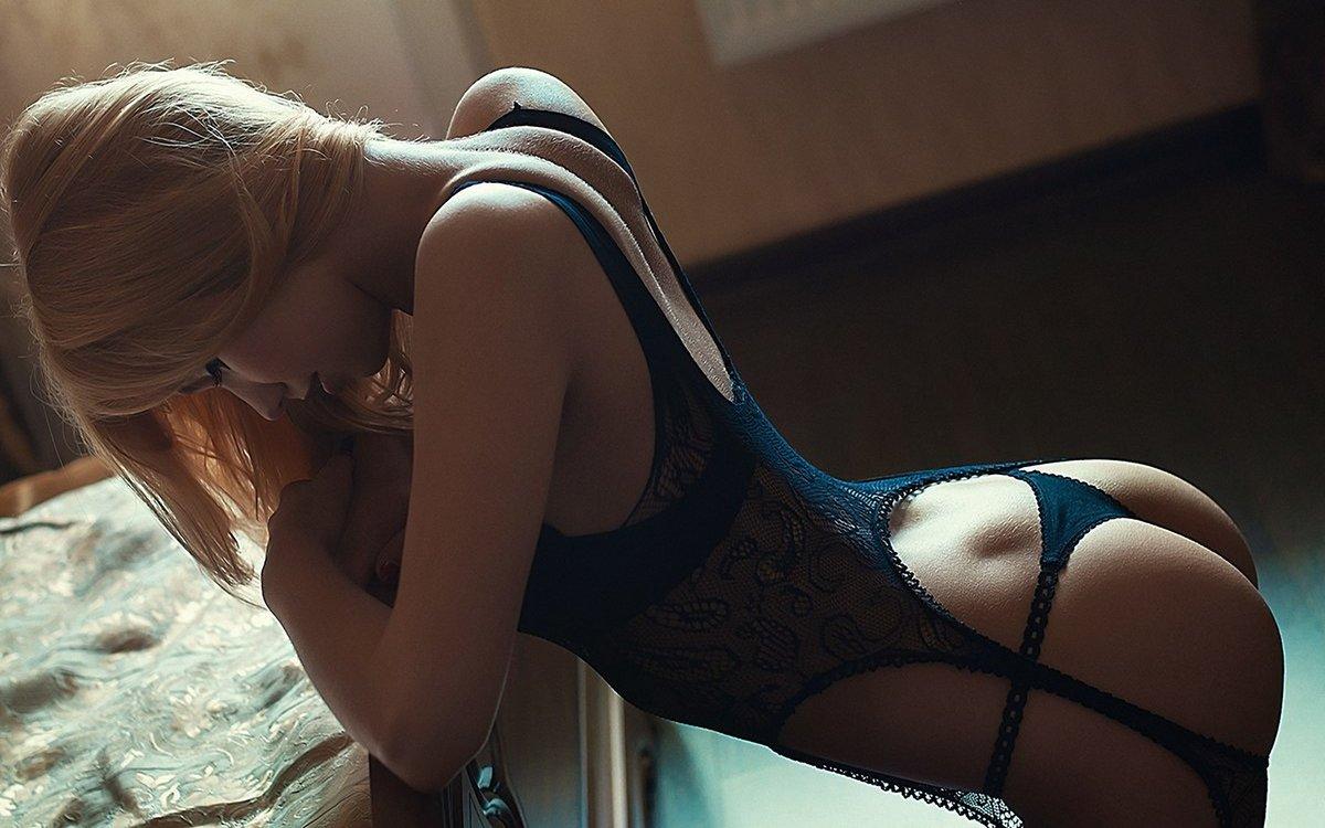 фото домашнее девушки сзади в нижнем белье эротическое когда-нибудь