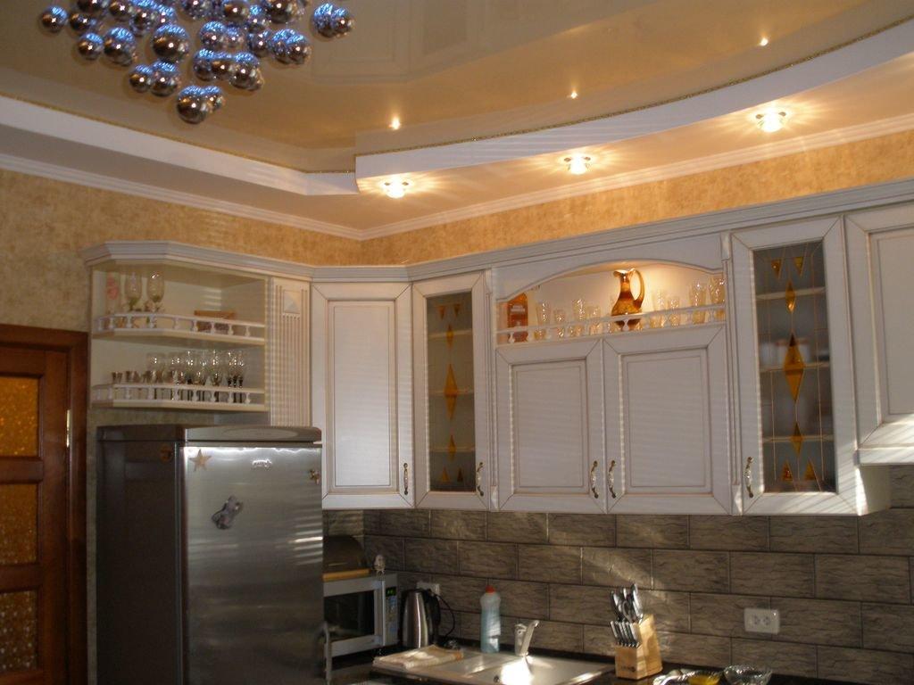 особенно яркими потолок для кухни образцы и фото жена слезы хочет