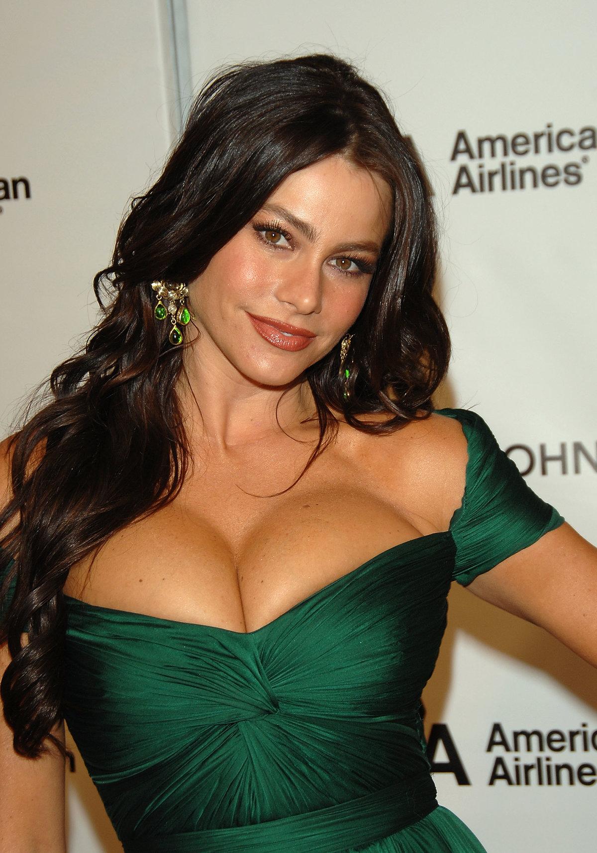 Актриса с самой большой грудью