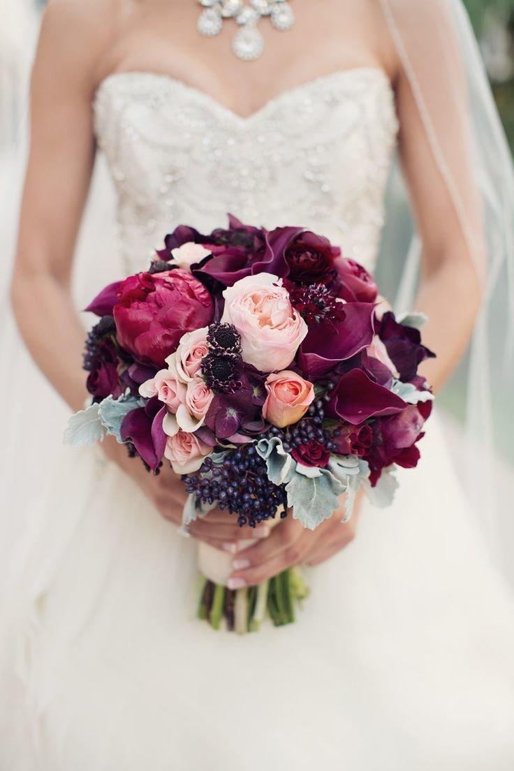 Невесты, свадебный букет цвета марсала из пионов
