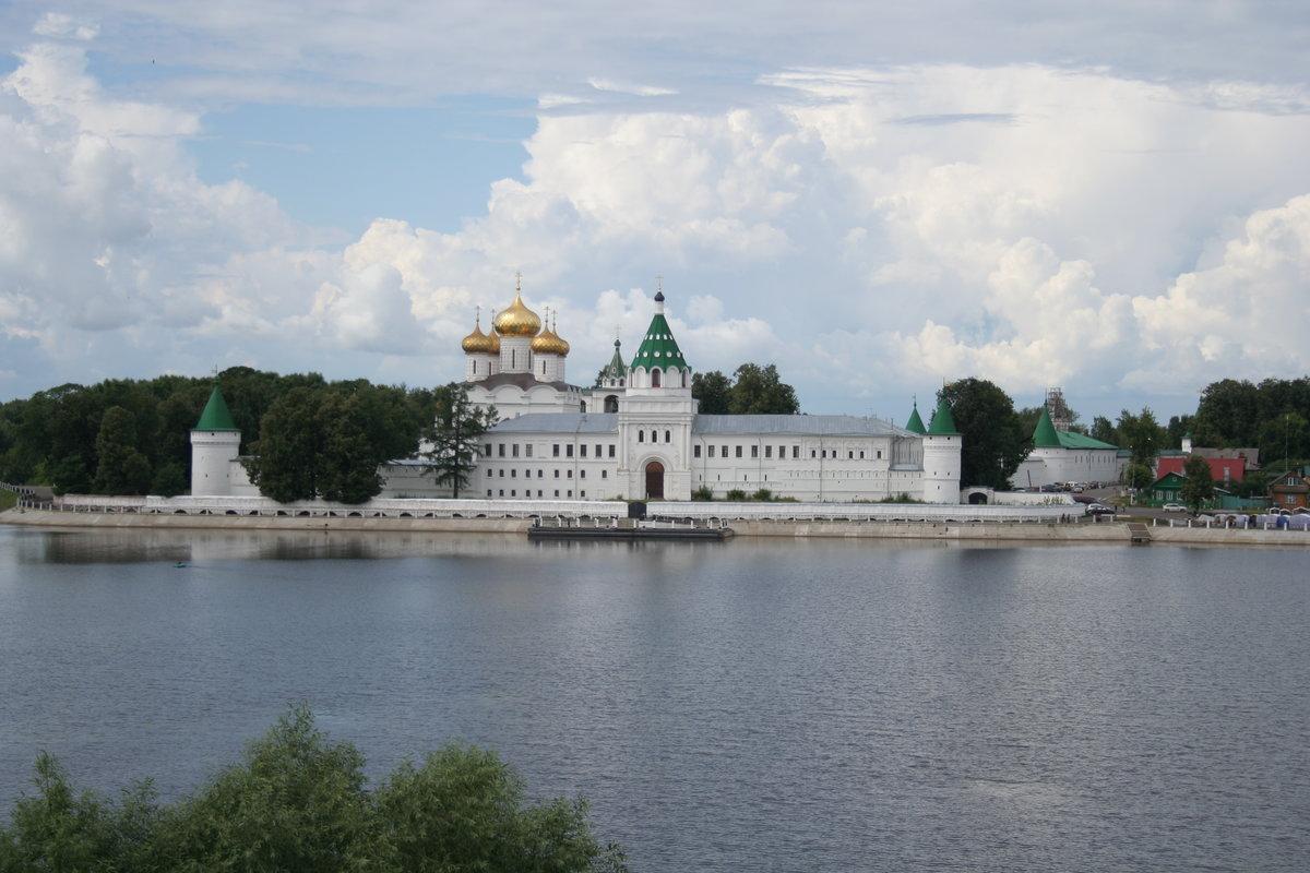 27 марта 1330 года воздвигнут Ипатьевский монастырь