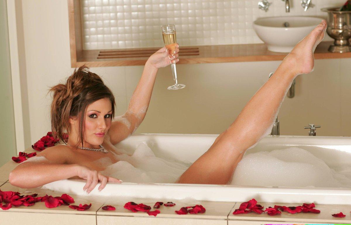 Красивый секс молодых в ванной