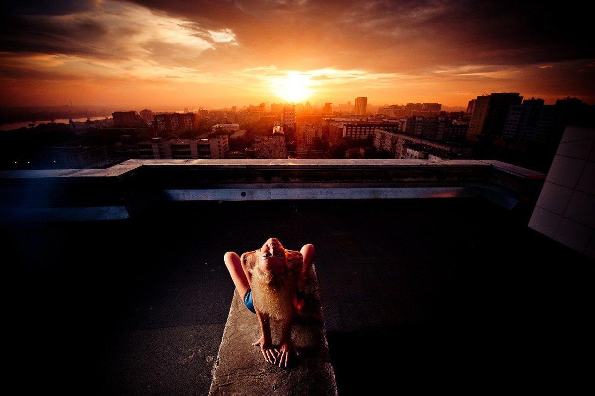 встретил девку на крыше милая подружка развлекают