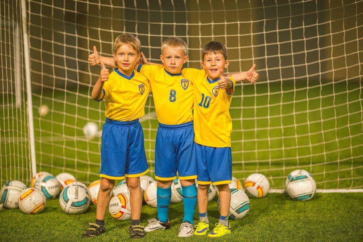 масло картинки про школу футбола женской одежды представлен