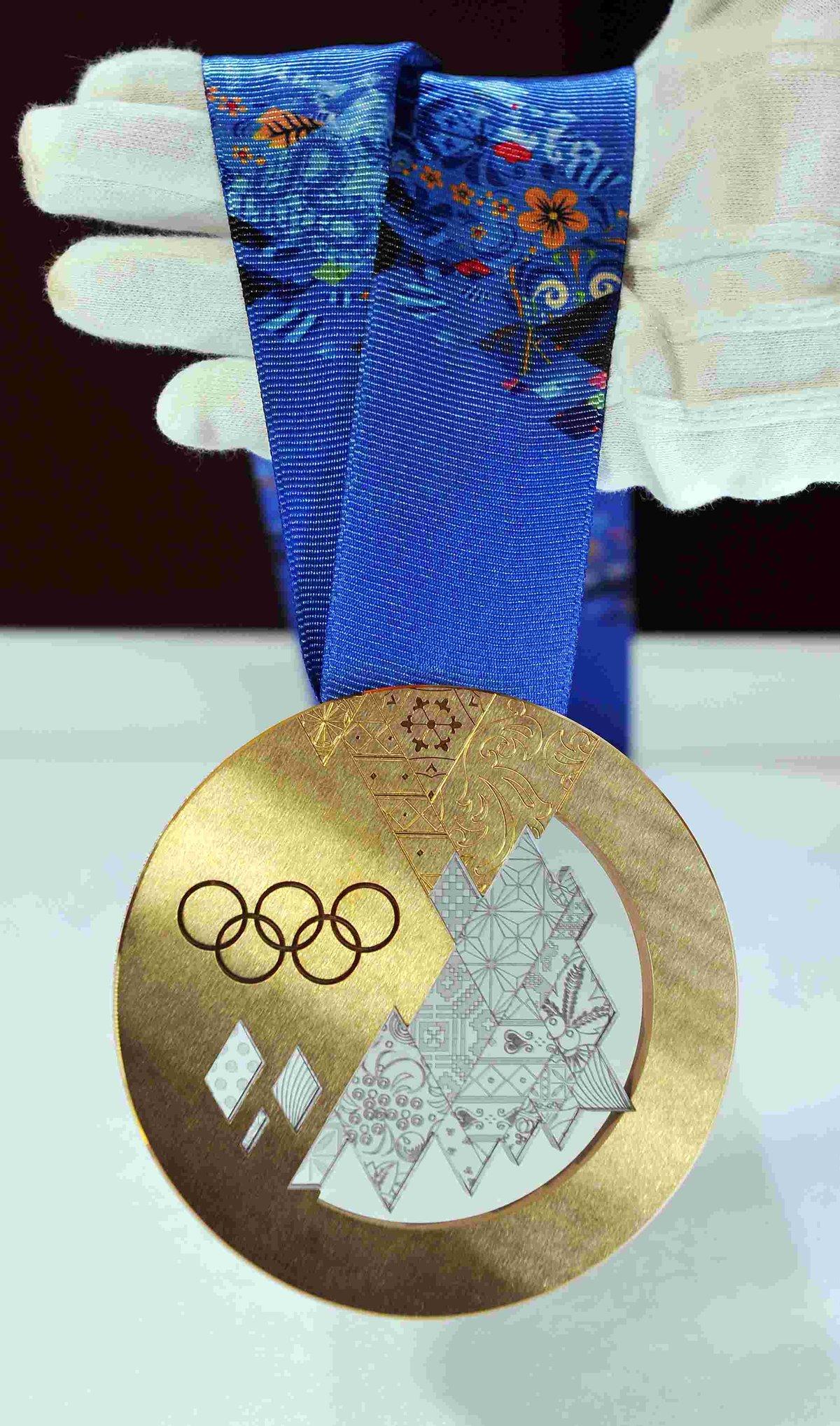 фото олимпийских медалей сочи джинсах
