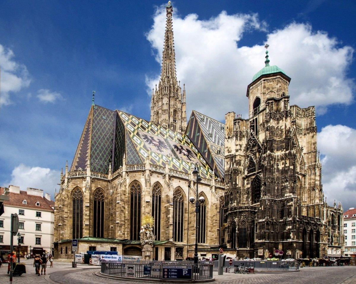 Старейший в Австрии собор Святого Стефана заложен 8 веков назад, это главный символ страны