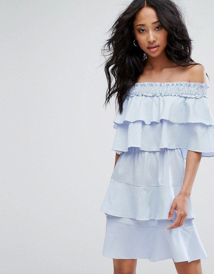 Модные широкие платья фото с рюшками