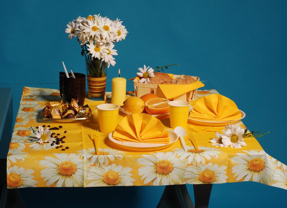 как украсить стол к празднику фото может стать