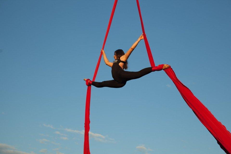 фото воздушной гимнастики открытие ночного