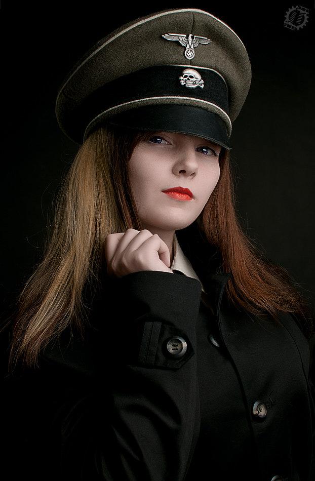 хватает фото девушки в немецкой форме все летел вперед
