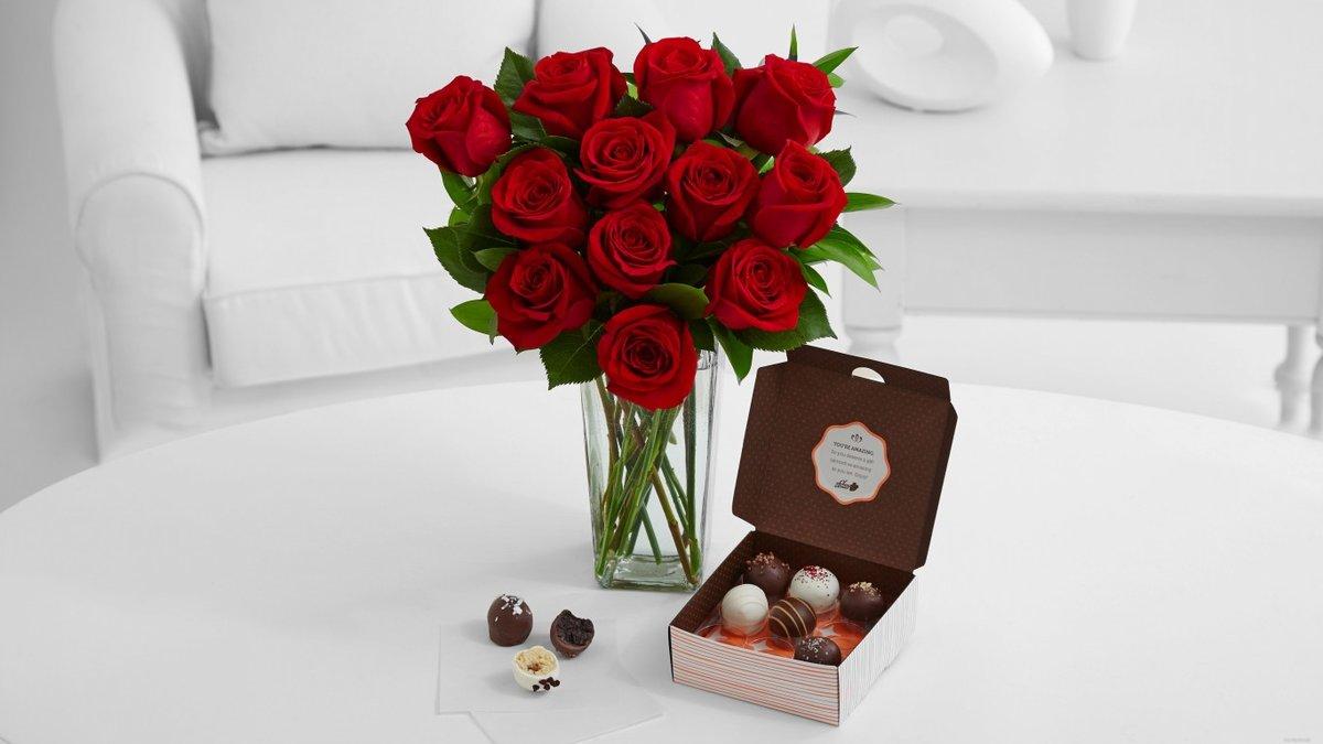 День, открытка цветы и конфеты