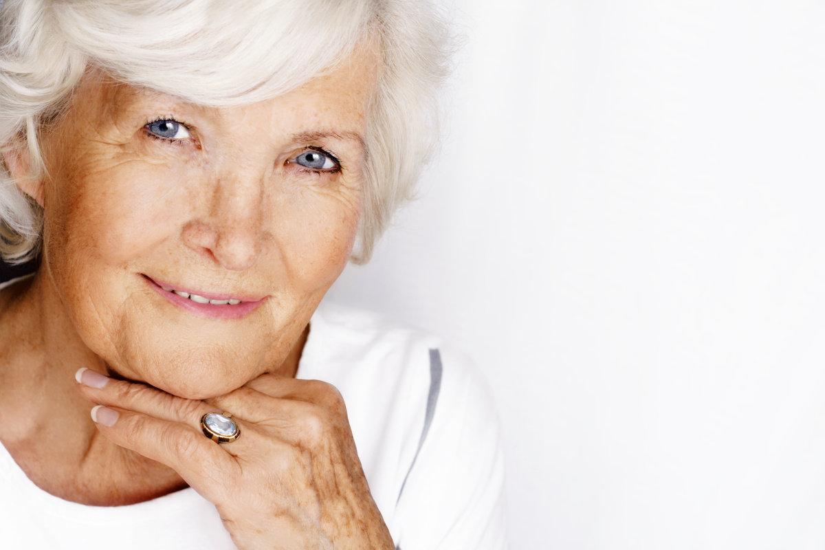 пожилые женщины на фото связи