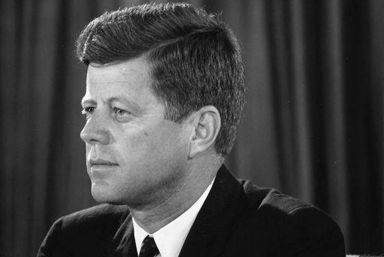 15 марта 1962 года состоялось выступление Джона Кеннеди, в годовщину которого ООН учредила «Всемирный день прав потребителя»