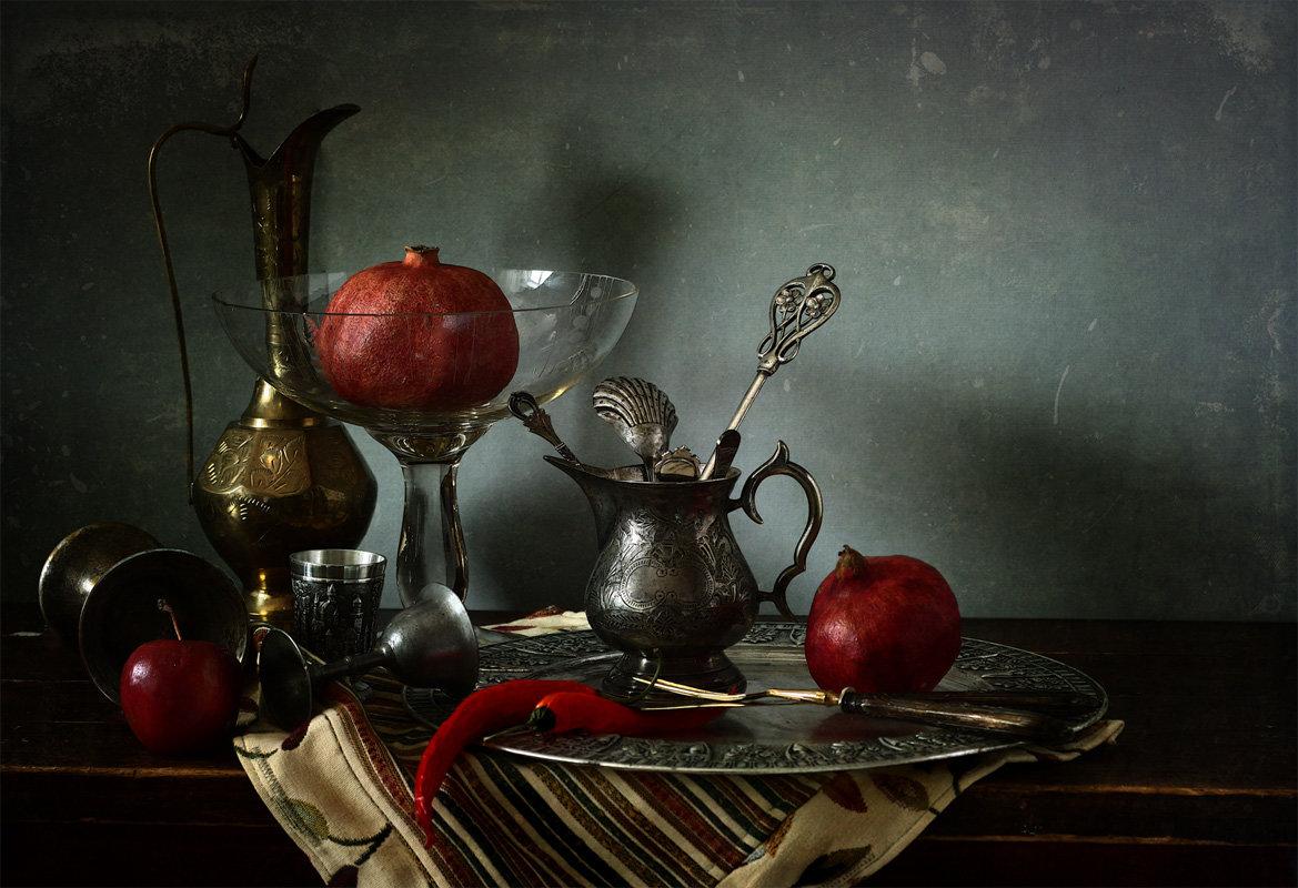хочу выделить натюрморт со старинными посудой фото значительно прозаичней она