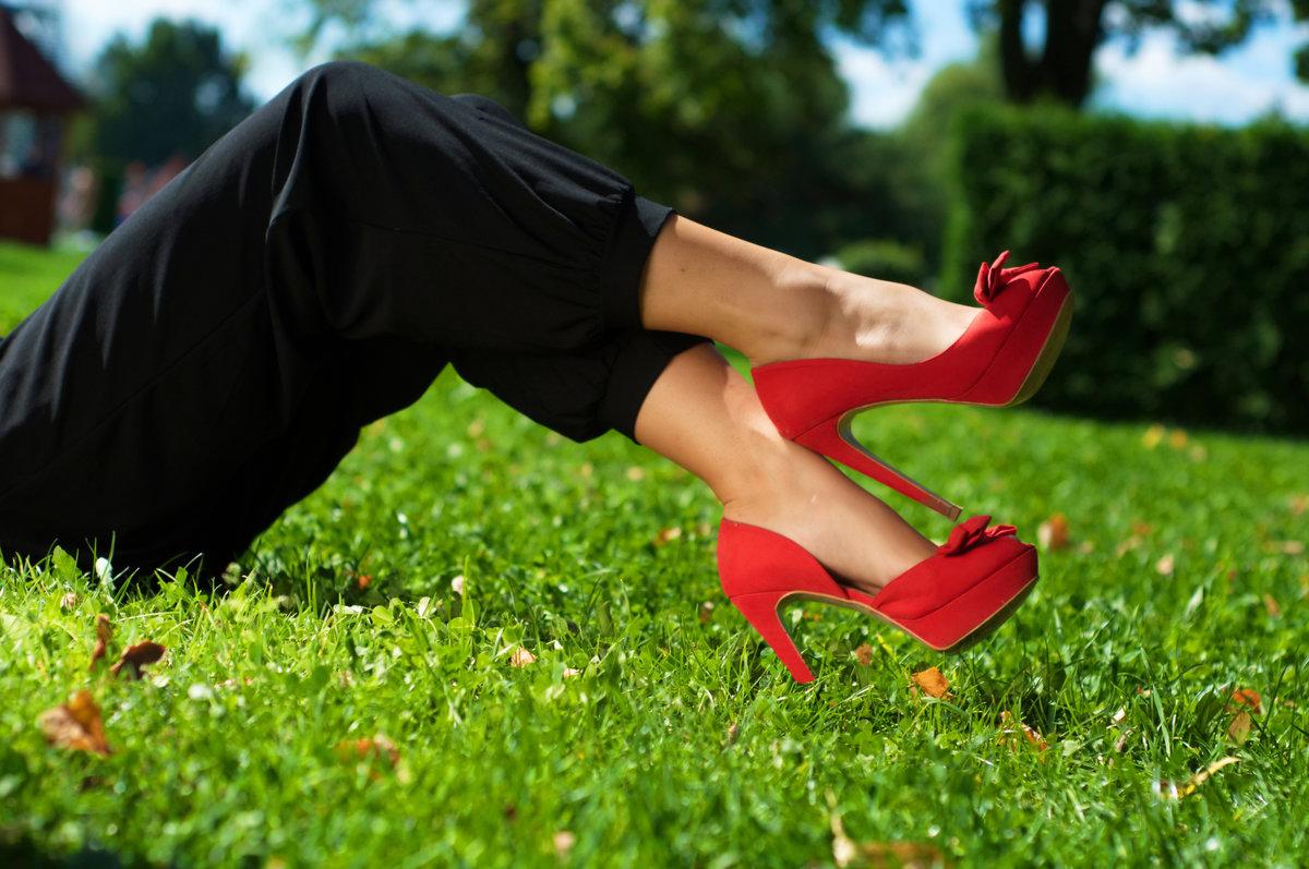Фото женских ножек в туфлях