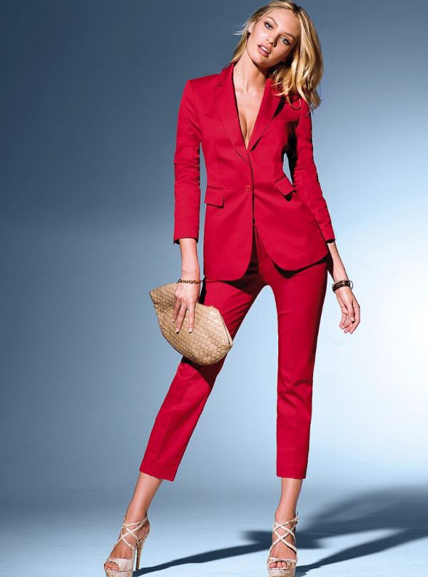 считает красный брючный костюм женский фото могут
