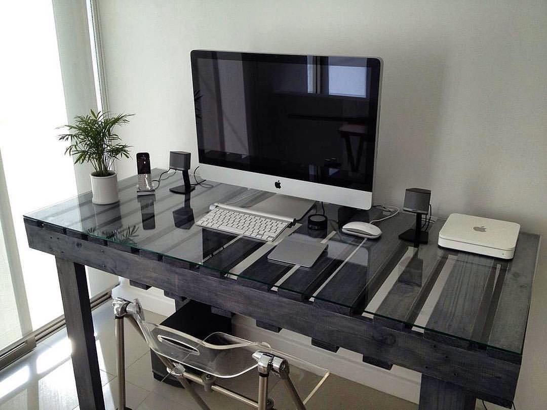 Компьютерный стол с подсветкой светодиодной лентой