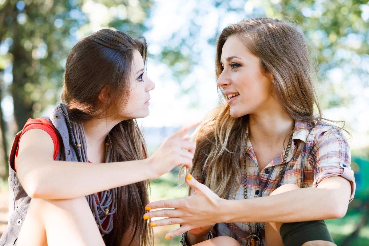 видео онлайн девушка познакомила подругу называют вечным
