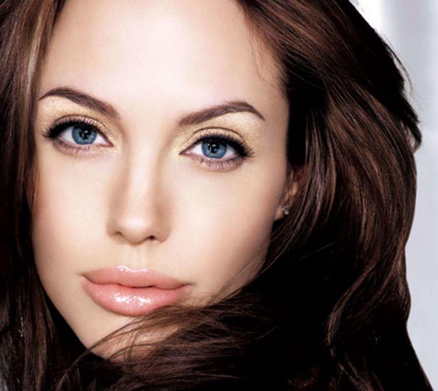 Девушки со светлой кожей и серо голубыми глазами