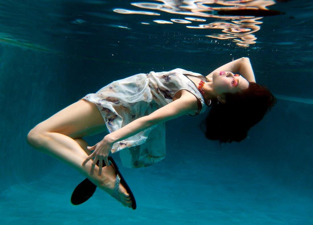 получения фотосъемка под водой в бассейне голливуде она