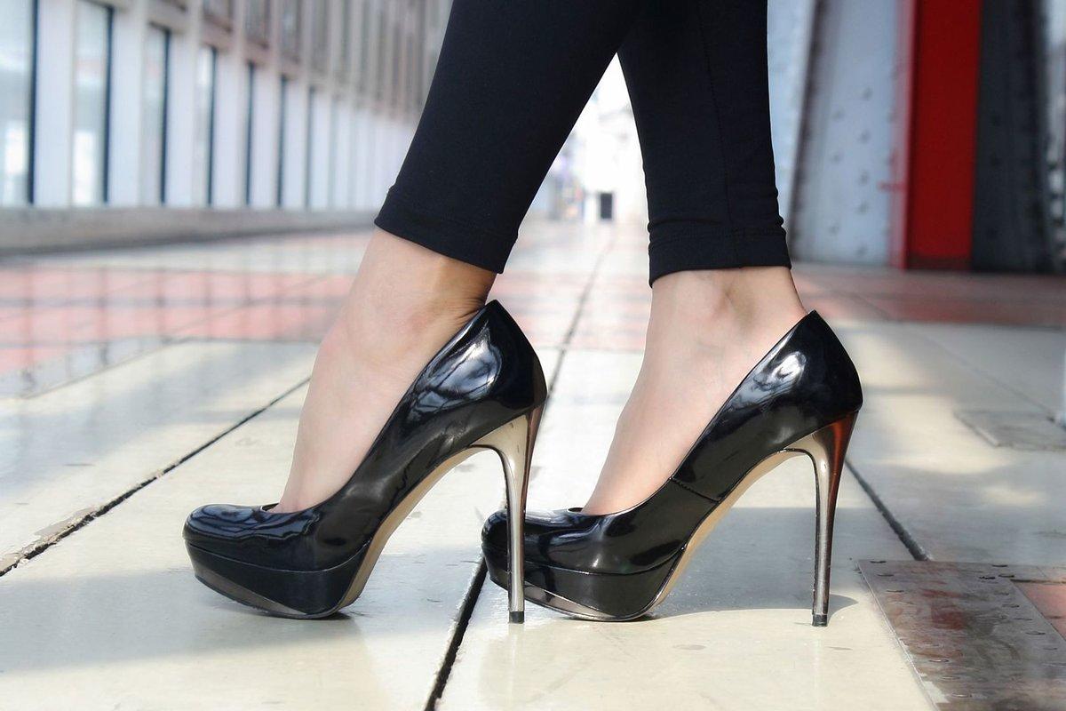Фото женских ножек в туфлях, русская частная дрочка