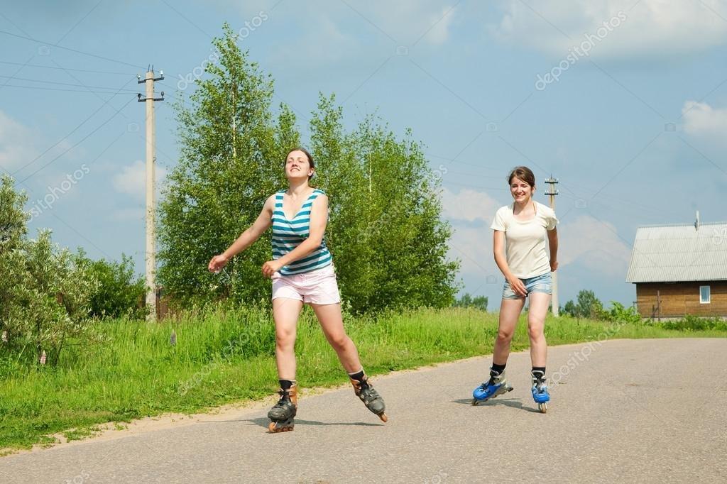 Смотреть фото по новокузнецку каталась на роликах голая девушка видео анал масле