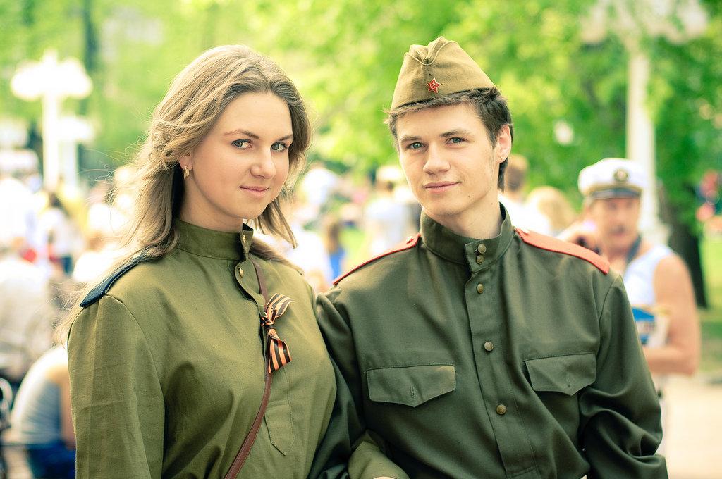 Картинки девушка с парнем в военной форме