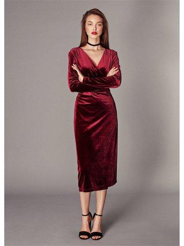 10bd8d7b81c Платье-халат на запахе длины миди из бархата бордового цвета ...