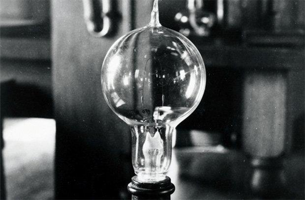 23 марта 1876 г. Павел Яблочков получил патент на изобретенную им «электрическую свечу»