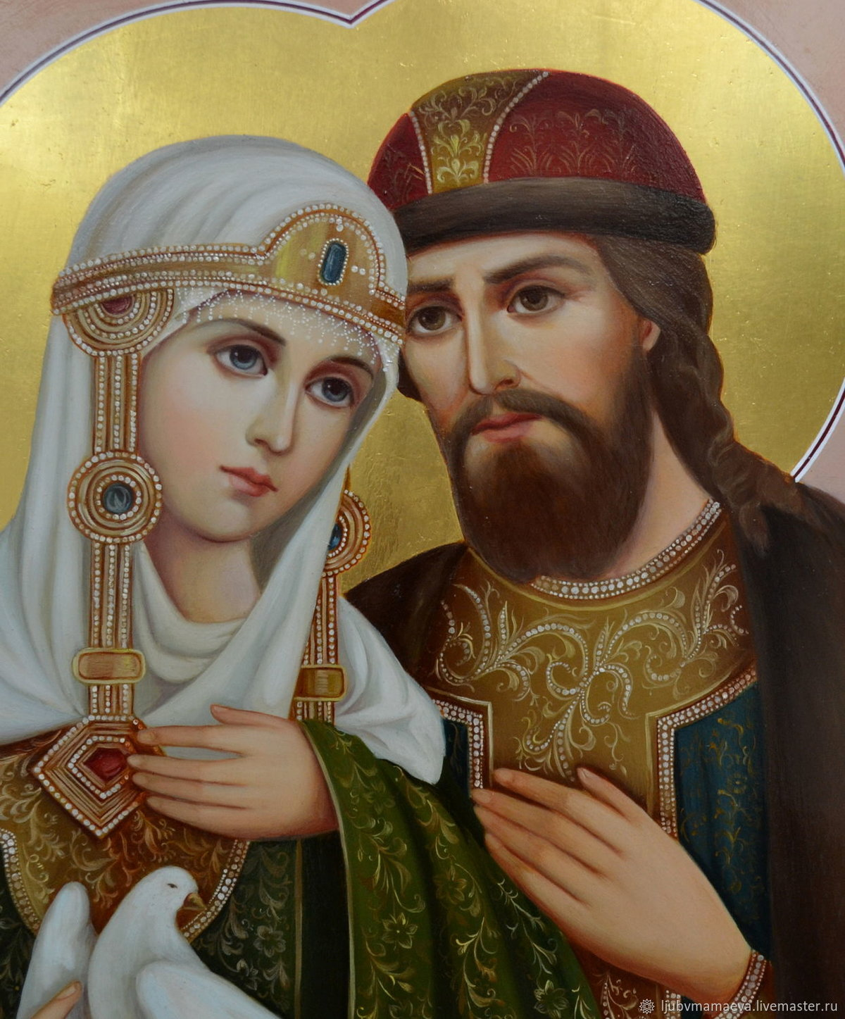 5 июля у памятника святым благоверным князю Петру и княгине Февронии Муромским состоялось чествование новобрачных. Был отслужен молебен святым Петру и Февронии