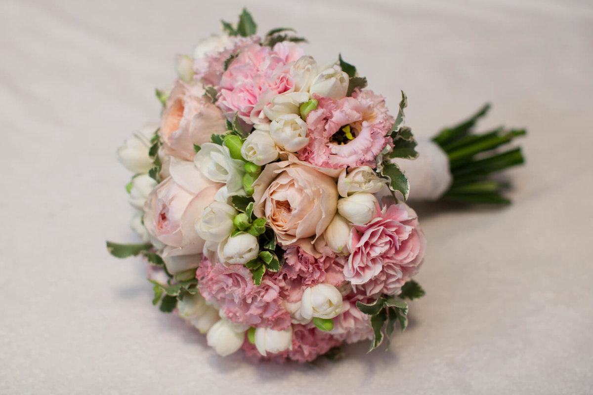 Нежный букет невесты из тюльпаны и розы, цветы симферополе смешные