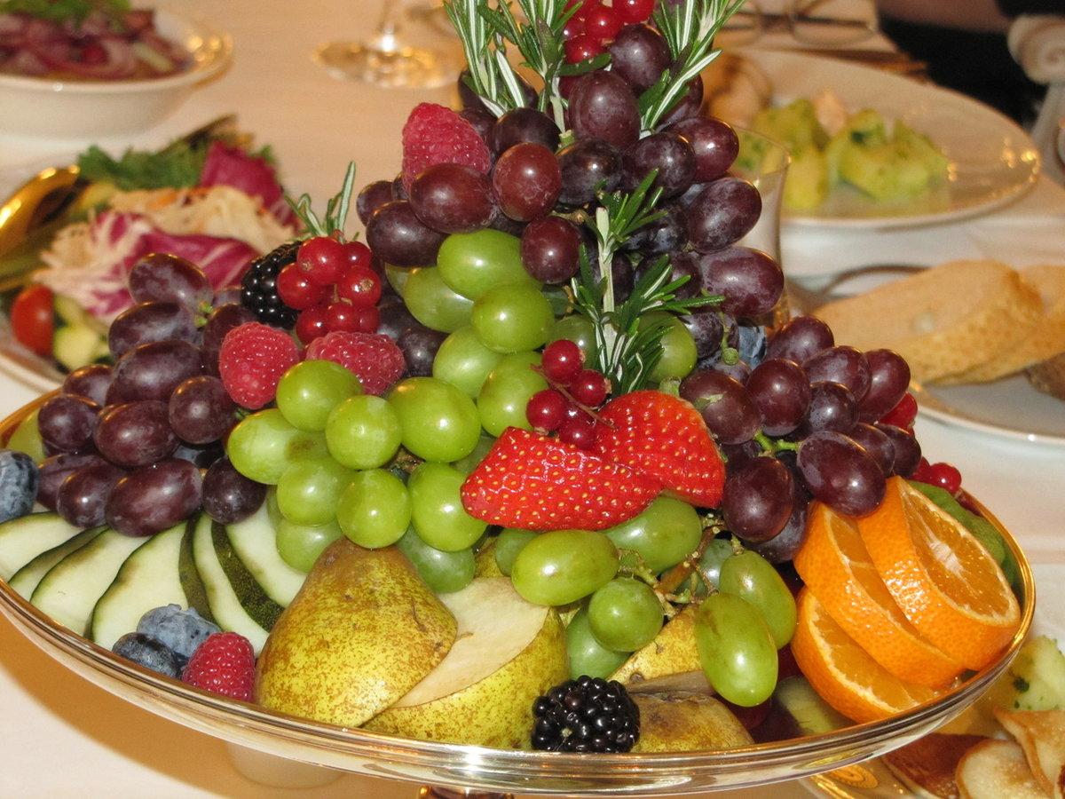 главное фрукты целиком положить красиво фото своей кровью его