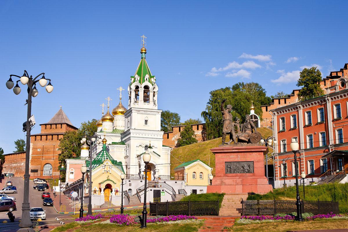 Площадь народного единства (кремлевская стена, церковь Иоанна Предтечи и памятник воззванию Минина)