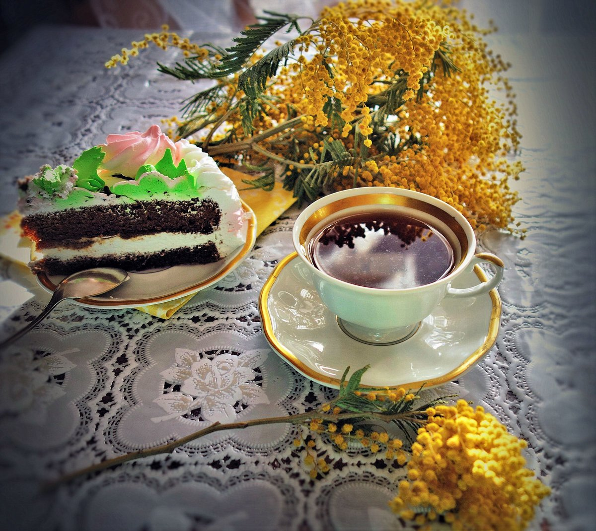 устремлен будущее, открытки с чаем и сладостями книга продолжает
