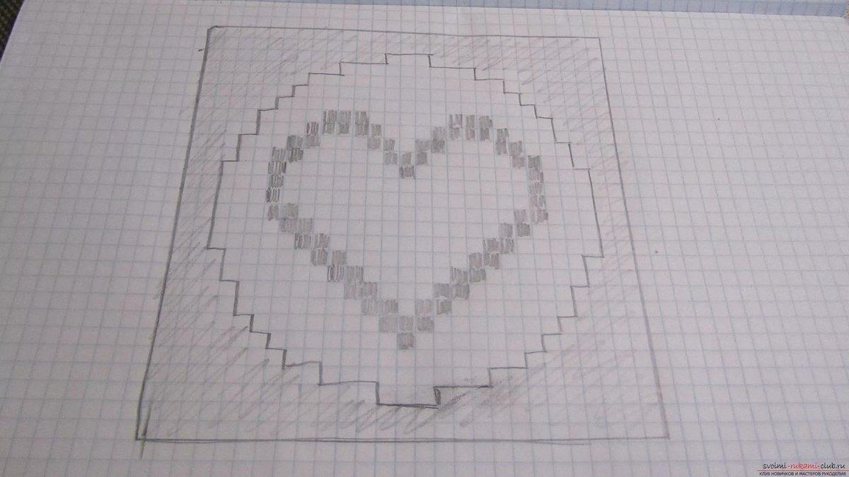 Картинки нарисованы карандашом по клеточкам