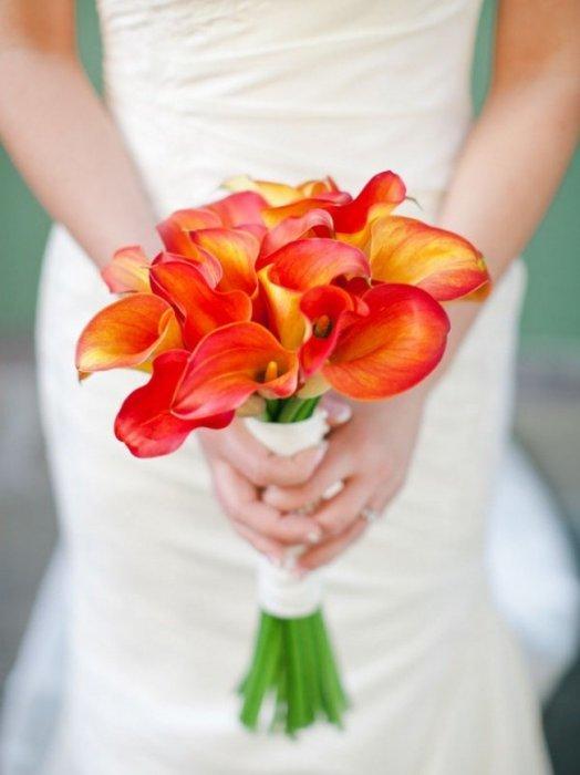Букет невесты оранжевые каллы