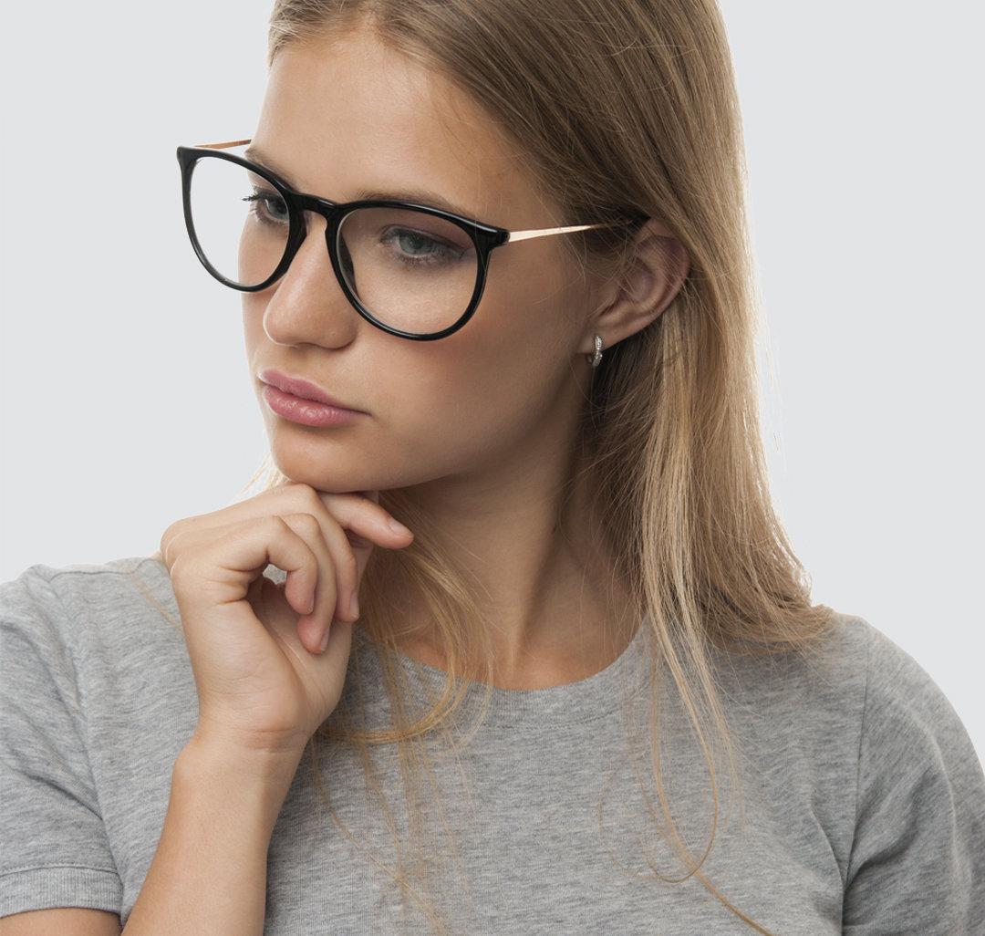 Фото в очках и без