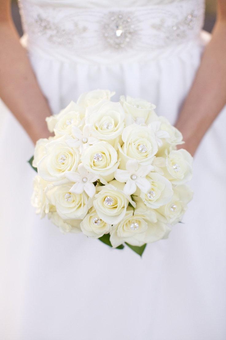 Саженцы розы, белый свадебный букет невесты традиции