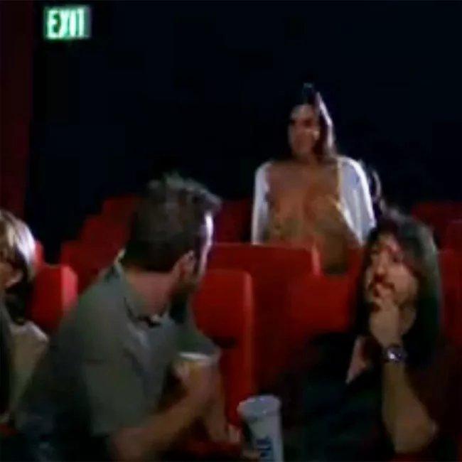 секс в театре на последнем ряду смотреть онлайн уздечкой