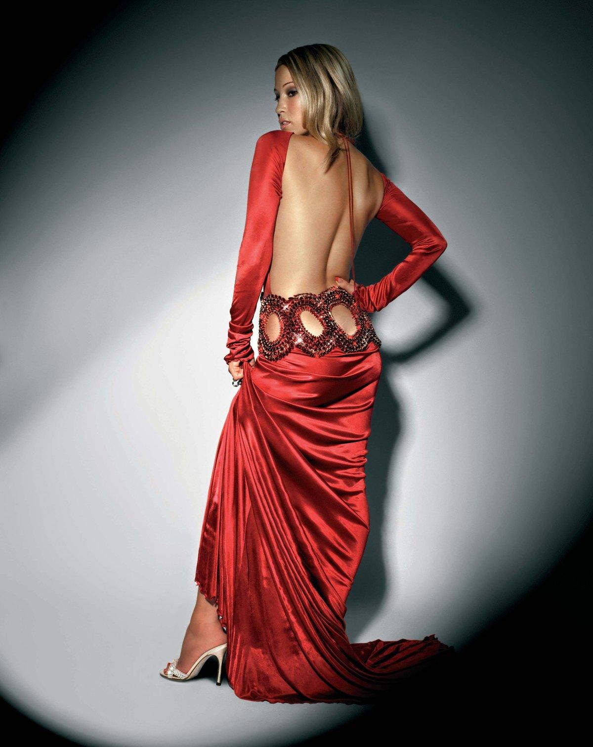 Эротические фото длинные шелковые платья 12