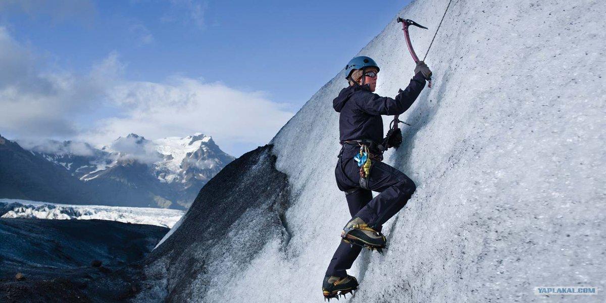 Альпинист в горах картинка