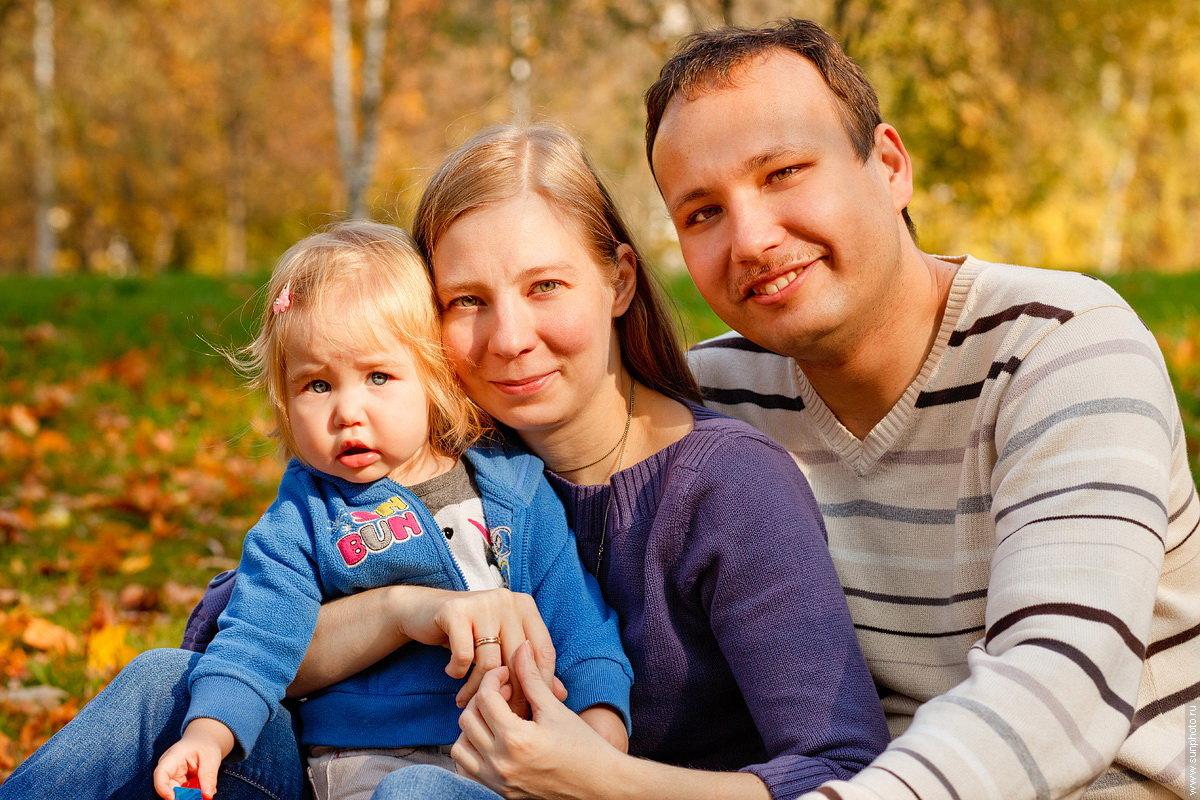 показывает фото семьи фото временем