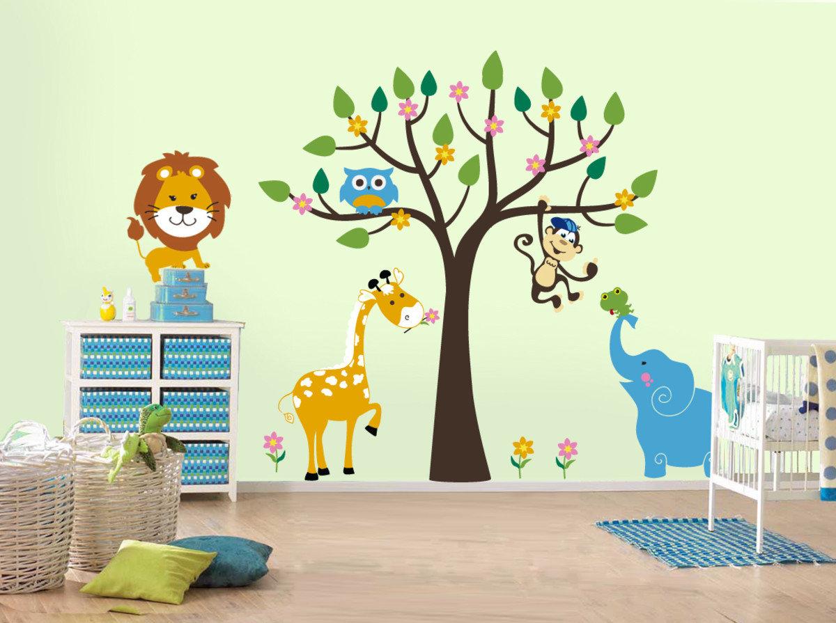 Рисунок на стене в детской комнате