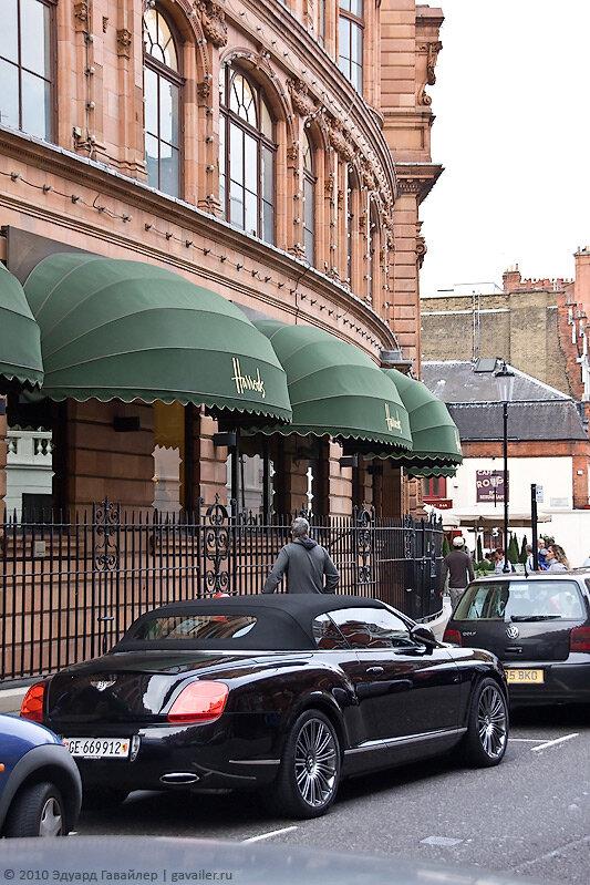 Лондон. «Хэрродс» — один из самых известных магазинов в мире. Вход