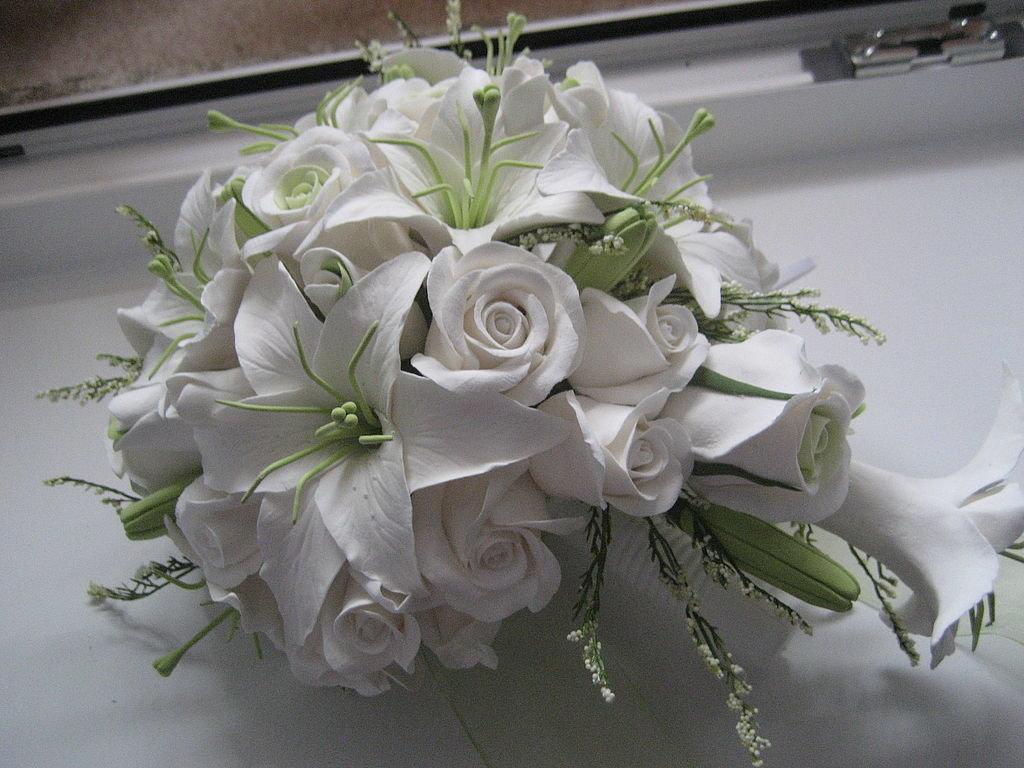Свадебные букеты из белых лилий, необычный букет