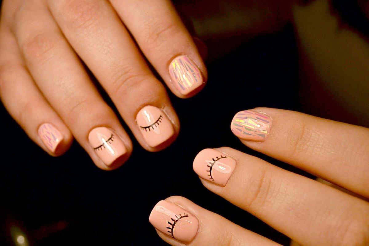 основном, современные картинки на короткие ногти оснащены всем необходимым