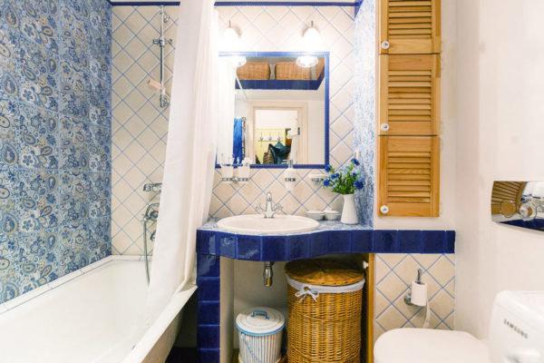 Ванная в стиле прованс в маленькой квартире.